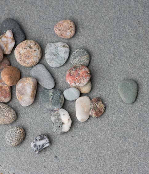Sita Hagenburg - pebbles in the sand